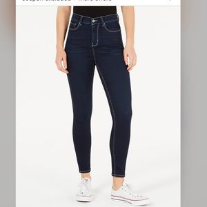 Juniors Super High- Rise Jeggings